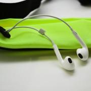 run-tech-belt-earphones-green